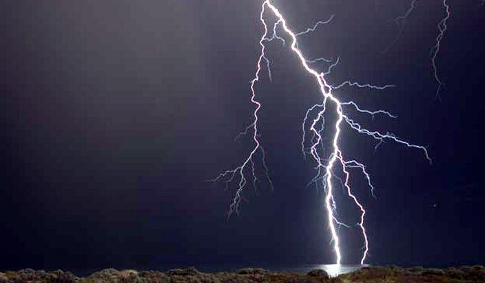 आकाशीय बिजली गिरने से दो की मौत, दो महिलाएं झुलसी