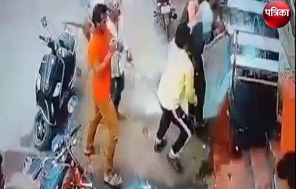 Live Murder: 11 बदमाशों ने सरेआम तलवारों से एक मिनट में किए 27 वार, आदमी के किए टुकड़े-टुकड़े