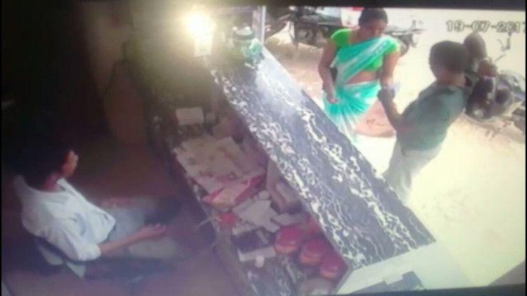 Video- महिला ने किया ऐसा काम, सीसीटीवी में कैद हुई तस्वीर