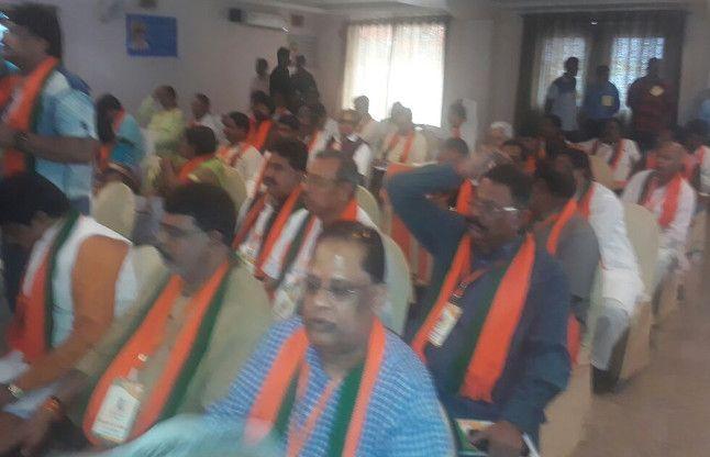CM सहित पूरा मंत्रिमंडल पहुंचा, प्रदेश कार्यसमिति से पहले पदाधिकारियों की बैठक शुरू