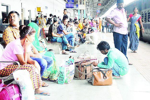 रद्द पैसेंजर ट्रेनों से यात्री हो रहे परेशान