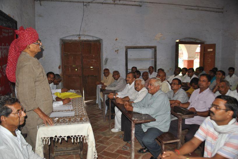 योगी सरकार से नाराज शिक्षकों ने दी आंदोलन की चेतावनी