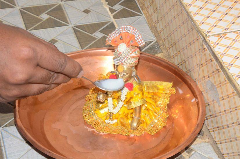 जब लड्डू गोपाल ने पिया दूध...