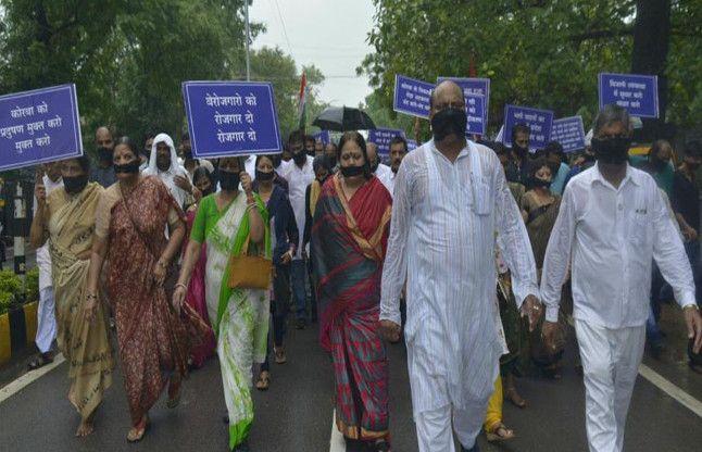 शहर की समस्याओं के लिए सड़क पर उतरी शहर सरकार, मुंह पर काली पट्टी बांधकर निकाली मौन रैली