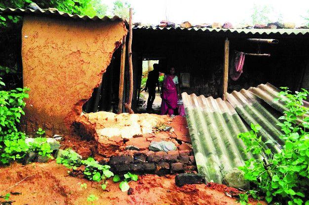 30 घंटे की लगातार बारिश ने लोगों को किया परेशान, दर्री में तीन झोपड़ी ढही