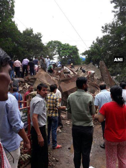 मुंबई में 4 मंजिला इमारत गिरी, 12 मरे, 20 के दबे होने की आशंका