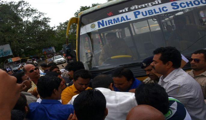 कांग्रेस प्रदर्शन के दौरान पुलिस से भिड़ी