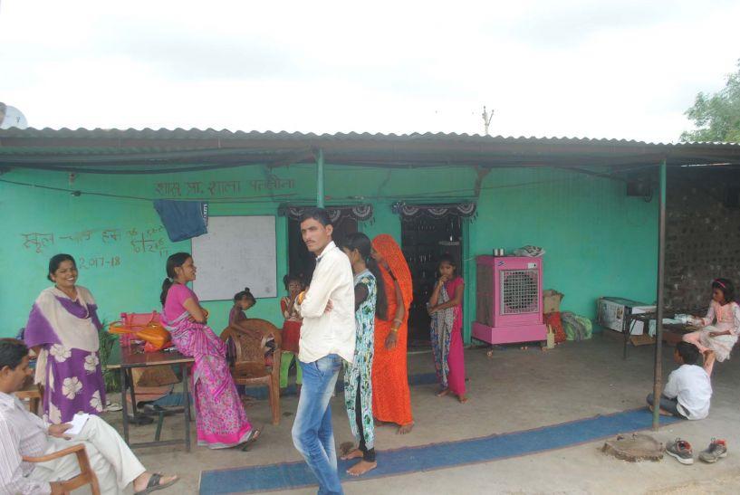 तीन साल से घर में चल रहा पतलोना बिजौरी गांव का स्कूल