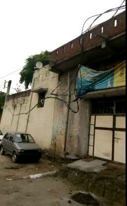 Video- मौत बनकर जमीन से तीन फीट ऊपर लटक रहा बिजली का तार, विभाग बेपरवाह