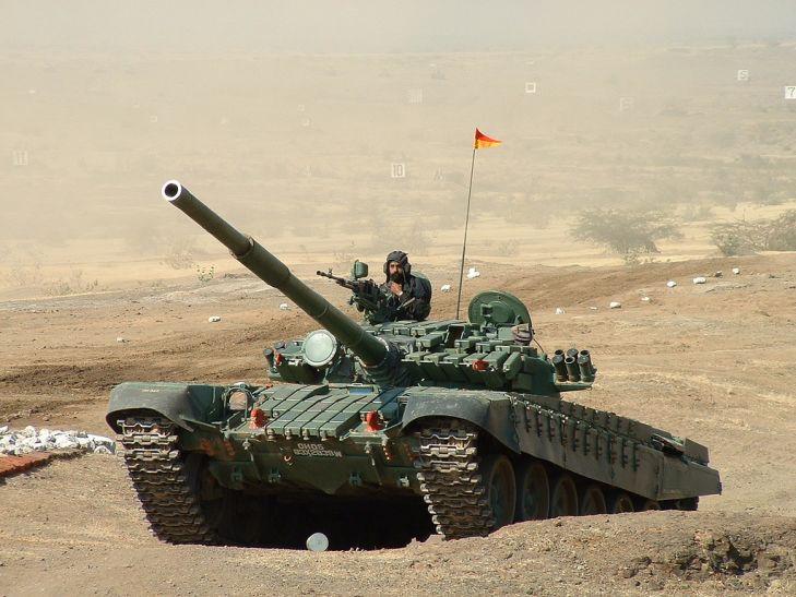 डोकलाम विवाद: चीन को जवाब देने की तैयारी में भारत, सीमा पर भेजे टैंक और गोला-बारूद