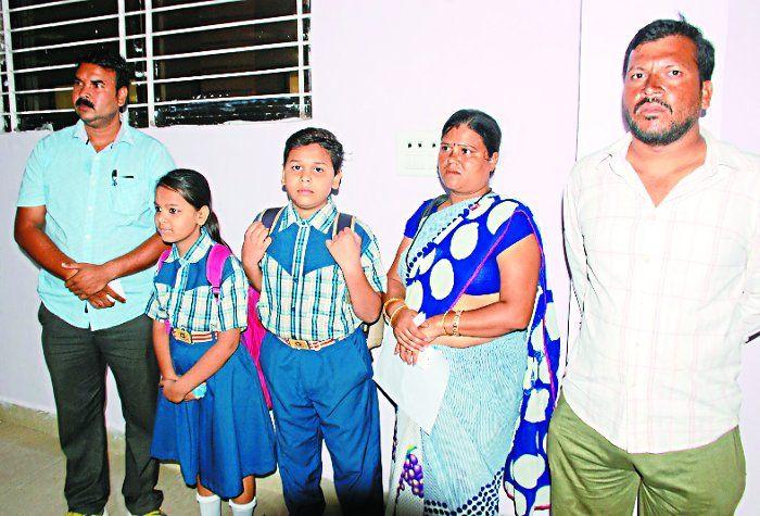 निजी स्कूल में आरटीई छात्रों को प्रवेश फॉर्म थमाकर मांगी फीस