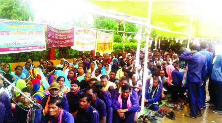 कोटवारों ने रमन सरकार के खिलाफ किया प्रदर्शन, कहा-15 साल में कुछ नहीं किया कोटवारों के लिए