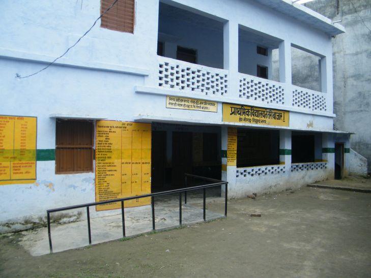 शिक्षामित्रों के आन्दोलन के बहाने बंद रखे गये सभी परिषदीय विद्यालय