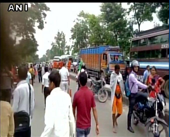 नीतीश के खिलाफ सड़क पर उतरी RJD, उत्तरी बिहार का पटना से संपर्क कटा