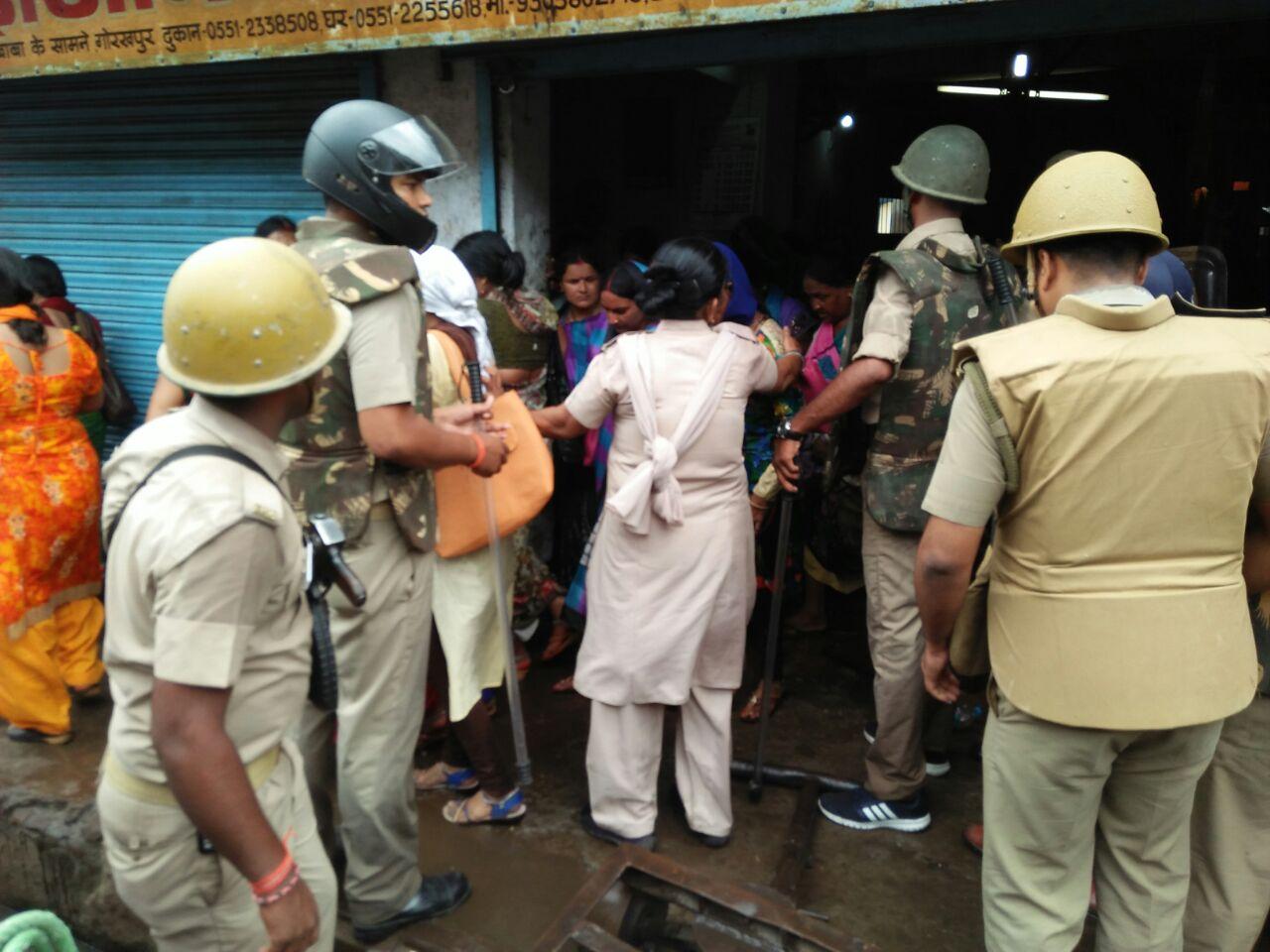 Police lathicharge on Shiksha Mitra