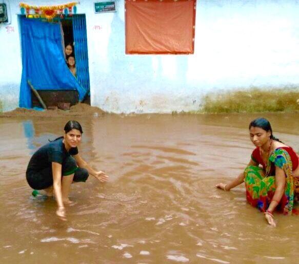 झमाझम बारिश : बस्तियों में भरा पानी