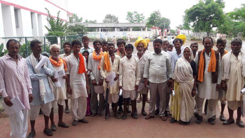 रोजगार सहायक ने फर्जी मस्टर से निकाल ली दर्जनों ग्रामीणों की राशि