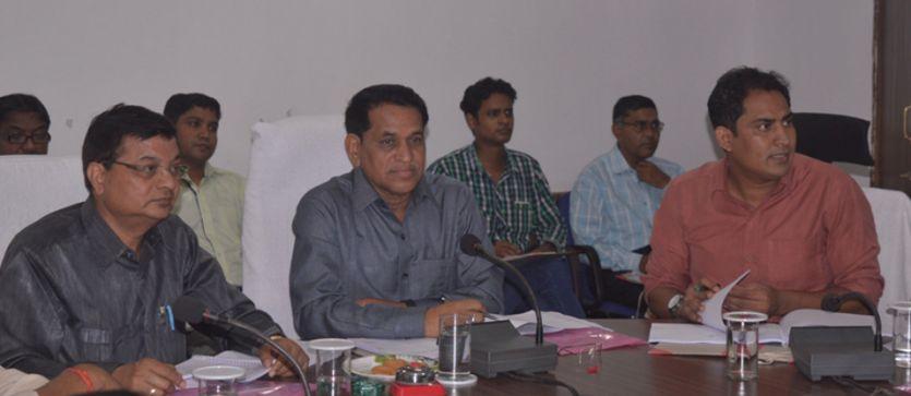 शासन की योजनाओं को गरीबों तक पहुंचाएं : डॉ. सियाराम साहू