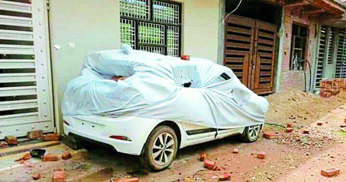 दवाई कारोबारी के घर पथराव, वाहन तोड़े फायर कर फैलाई दहशत, दो जख्मी