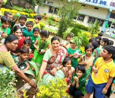 डीडीएम में बच्चों ने मनाया ग्रीन डे, रोपे गए पौधे
