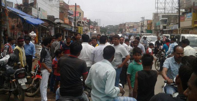 पॉलीथिन पकडऩे गई तहसीलदार व नपा की टीम को व्यापारियों ने धमकाया, लौटे बैरंग