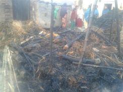 यूपी के जौनपुर में दलित बस्ती में कच्चा मकान गिरा, बाल-बाल बचे लोग