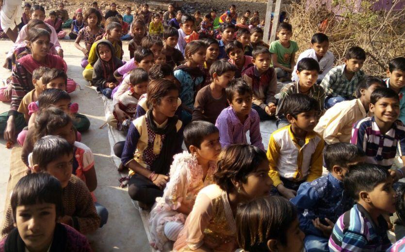 स्कूल में 95 बच्चे, एक भी शिक्षक नहीं