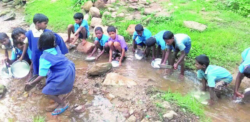 पीने की पानी की समस्या से जूझ रहे हैं पाली के कई इलाके, ढोढ़ी का पानी पीते हैं स्कूली बच्चे