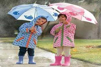 बरसात के मौसम में बच्चों के पहनावे में ये करें बदलाव, रहेंगे स्वस्थ