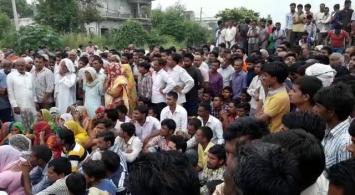 हत्यारों की गिरफ्तारी के लिए किया दिल्ली-सहारनपुर हाईवे जाम