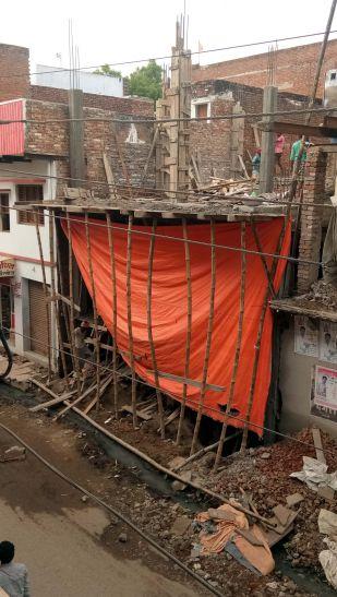 पुरातत्व विभाग की सरंक्षित जमीन पर अवैध निर्माण
