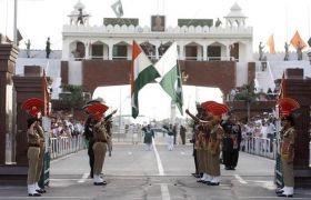 भारत के बाद अब पाकिस्तान ने भी लगया 450 फुट उंचा झंडा