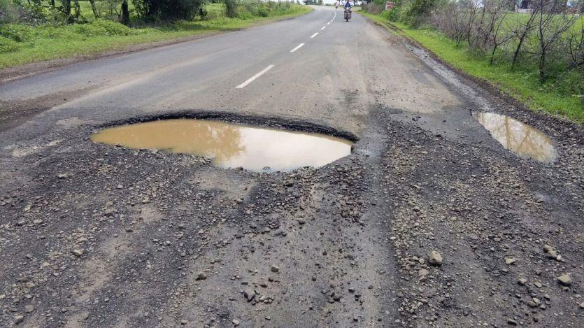 भोपाल रोड पर गड्ढे, 18 करोड़ के पैचवर्क की खुली पोल