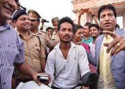 राजू श्रीवास्तव ने ठहाकों के बीच लखनऊ-वासियों को बताया ट्रैफिक नियमों का महत्व