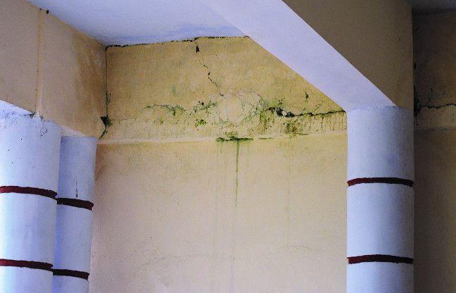 निर्माण कार्य में झोल का वही पुराना पोल, डेढ करोड़ का भवन नहीं झेल पा रहा पहली बारिश