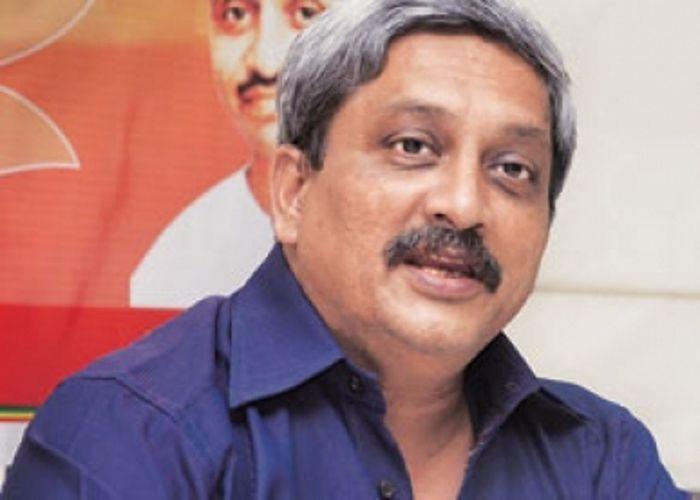 रक्षामंत्री पर्रिकर ने मनमोहन पर उठाई उंगली