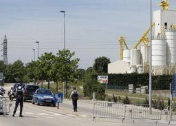फ्रांस में धमाके के बाद कटा सिर तथा झंडा बरामद
