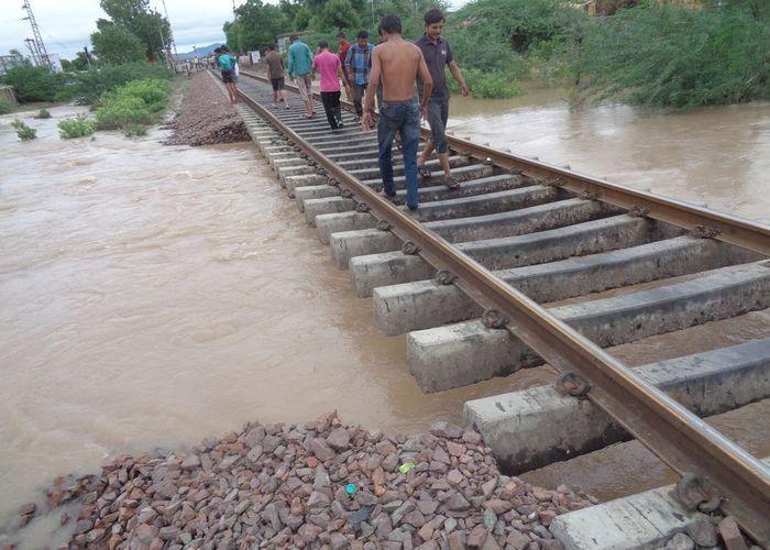 बारिश के चलते जोधपुर रेल मंडल ने कई ट्रेने की रद्द