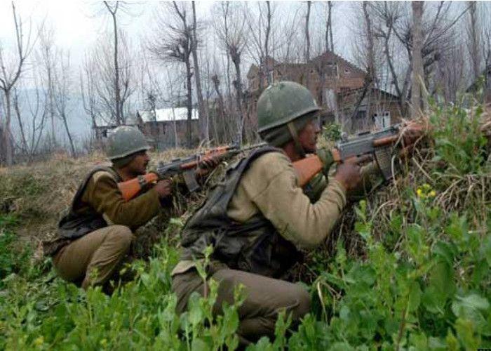 बीएसएफ के काफिले पर आतंकी हमला, 2 जवान शहीद व 10 घायल