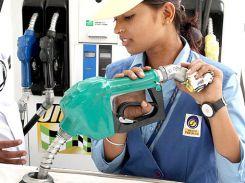 खुशखबरी: फिर सस्ता हुआ पेट्रोल-डीजल, नई दरें मध्यरात्रि से लागू