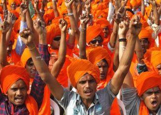 'हिंदू आबादी का 80 फीसदी से नीचे आना खतरे की घंटी'