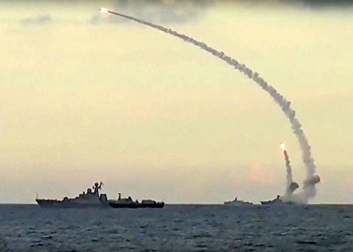 रूस ने सीरिया में बने आईएस ठिकानोें पर पनडुब्बी से किया मिसाइल हमला