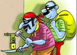 चोरों ने दिखाए हाथ, एक दुकान व दो मकानों में वारदात