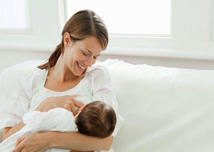 Breast milk से ठीक हो जाता है चिकनपॉक्स, नहीं जानते होंगे इसके ये फायदे!
