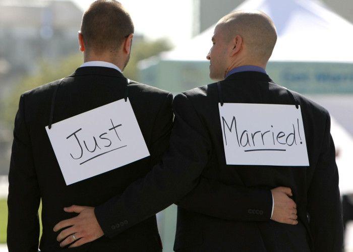 क्या समलैंगिकता अपराध है? सुनवाई मंगलवार को