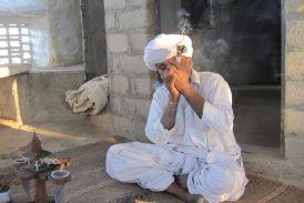 रिवाज के नाम पर 'अफीम' की मनुहार, समाज को कर रही खोखला