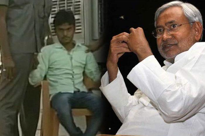 जनता दरबार में नीतीश कुमार पर फेंकी चप्पल