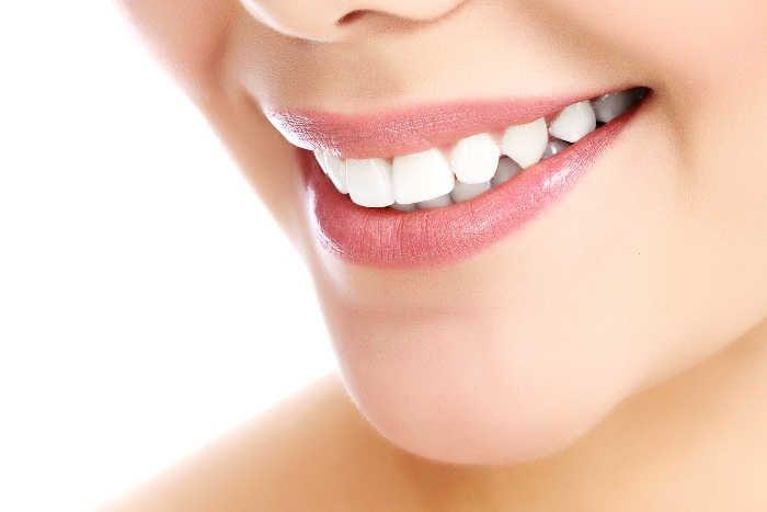 तुलसी से दूर करें दांतों का पीलापन, जानें कुछ असरदार नुस्खे
