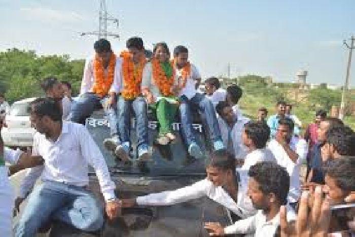 छात्रसंघ चुनाव की रंगत, प्रत्याशियों ने उत्साह से भरे नामांकन