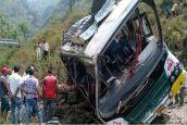 उत्तराखंड: सवारियों से भरी बस गहरी खाई में गिरी, दो महिलाओं समेत 10 लोगों की मौत